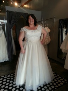 plus size wedding gown cap sleeves