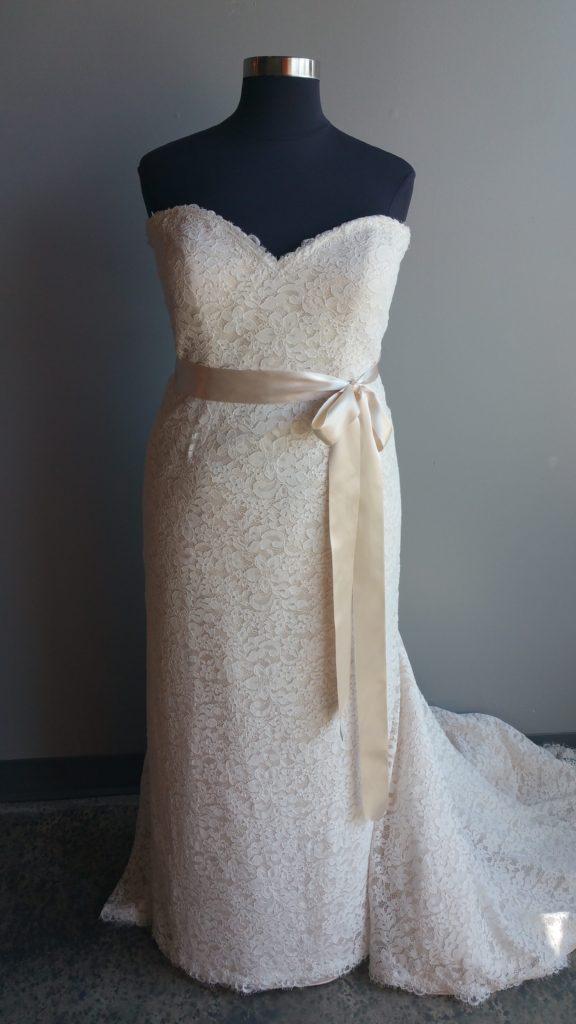 simple lace sheath
