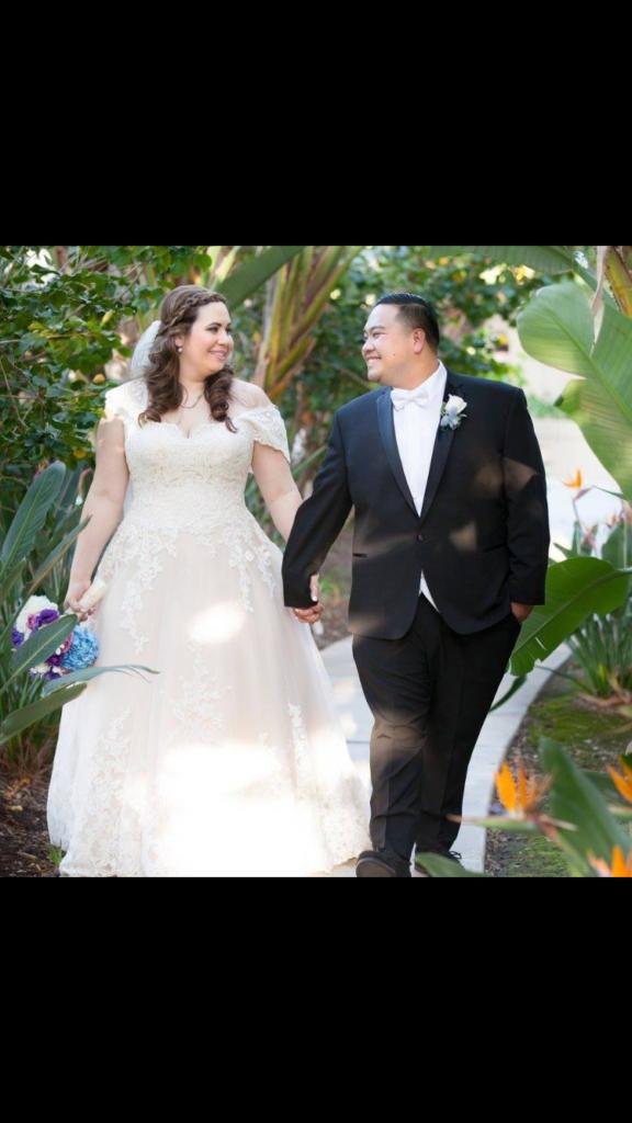 kirbe-plus-size-wedding-dress