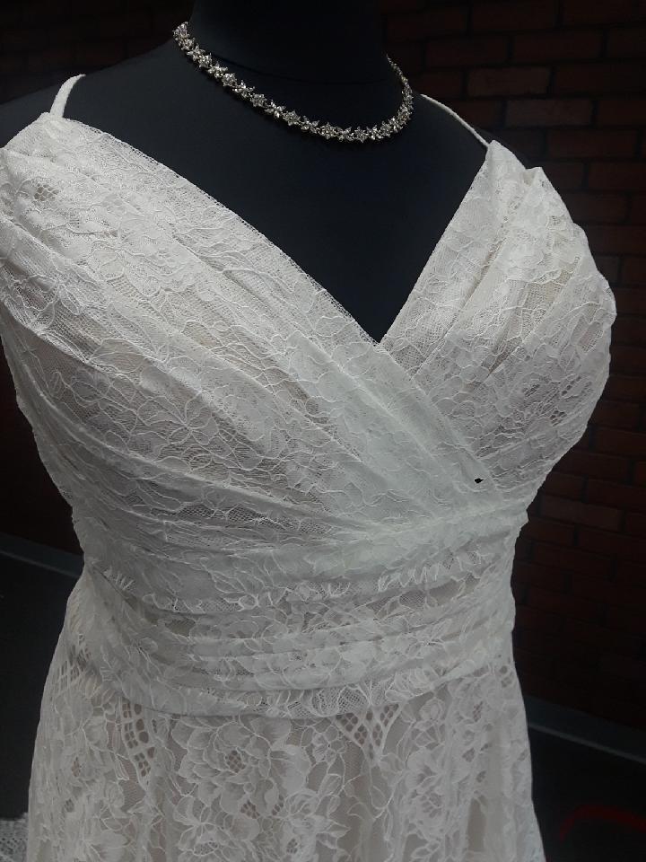 New Arrival Plus Size Lace Aline Wedding Dress Strut