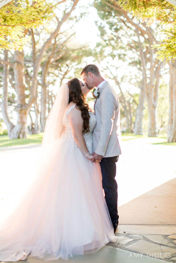 newlyweds-kiss-bride-wearing-tulle-ballgown-wedding-dress-los-angeles