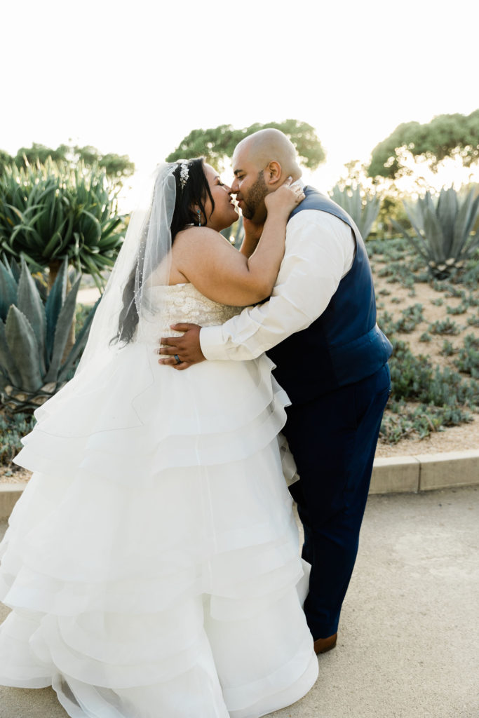 newlyweds-first-kiss-outdoor-wedding-with-cactus