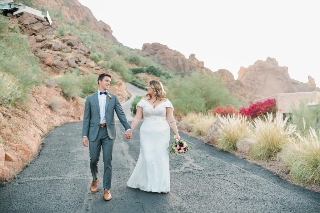 bride-and-groom-phoenix-arizona-outdoor-wedding