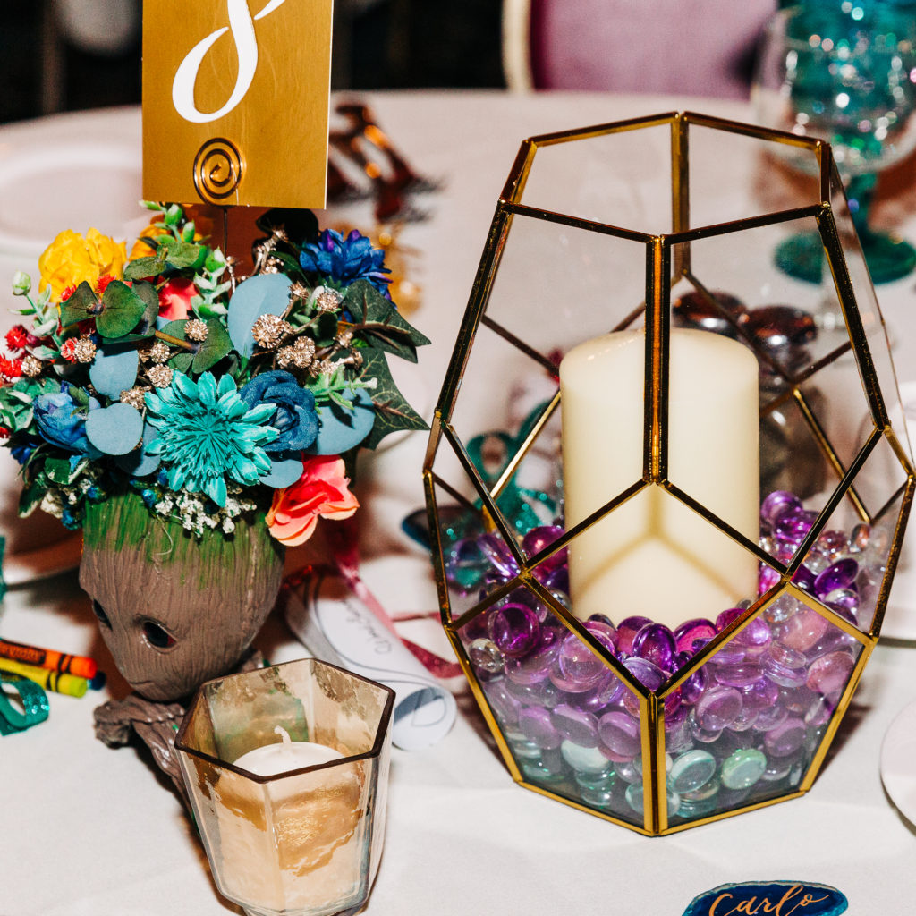 unique-geometric-wedding-table-decor-colored-marbles