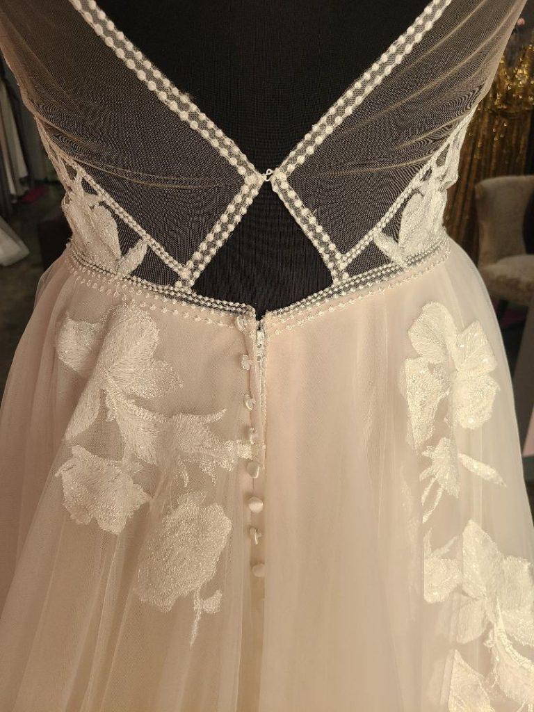 low keyhole back champagne tulle wedding dress