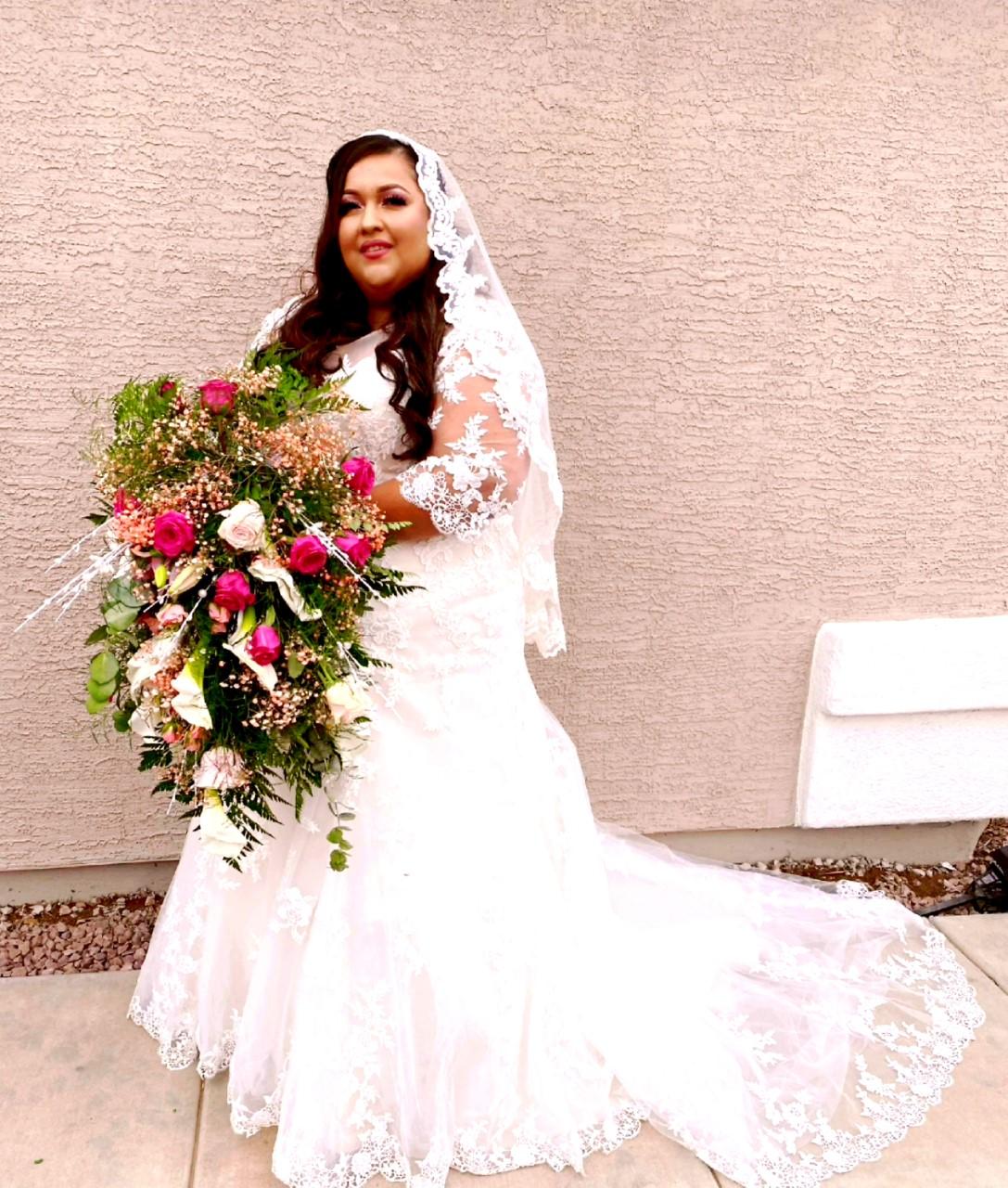 Daisy's 3/4 Length Sleeve Lace Wedding Dress